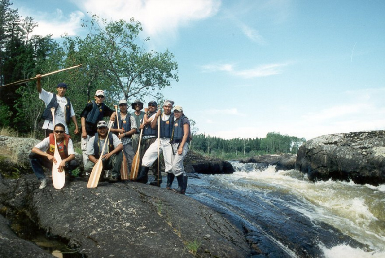 The crew on thefirst portage between Warwick & Kennedy (back row, l-r, Conroy, Andrew, Bruce, Tom, Donald, Jeremy, Tracy, kn